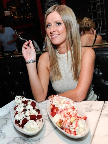 Nicky-Hilton-ice-cream-sundaes-570_20130308193448_201612161514155eb.jpg