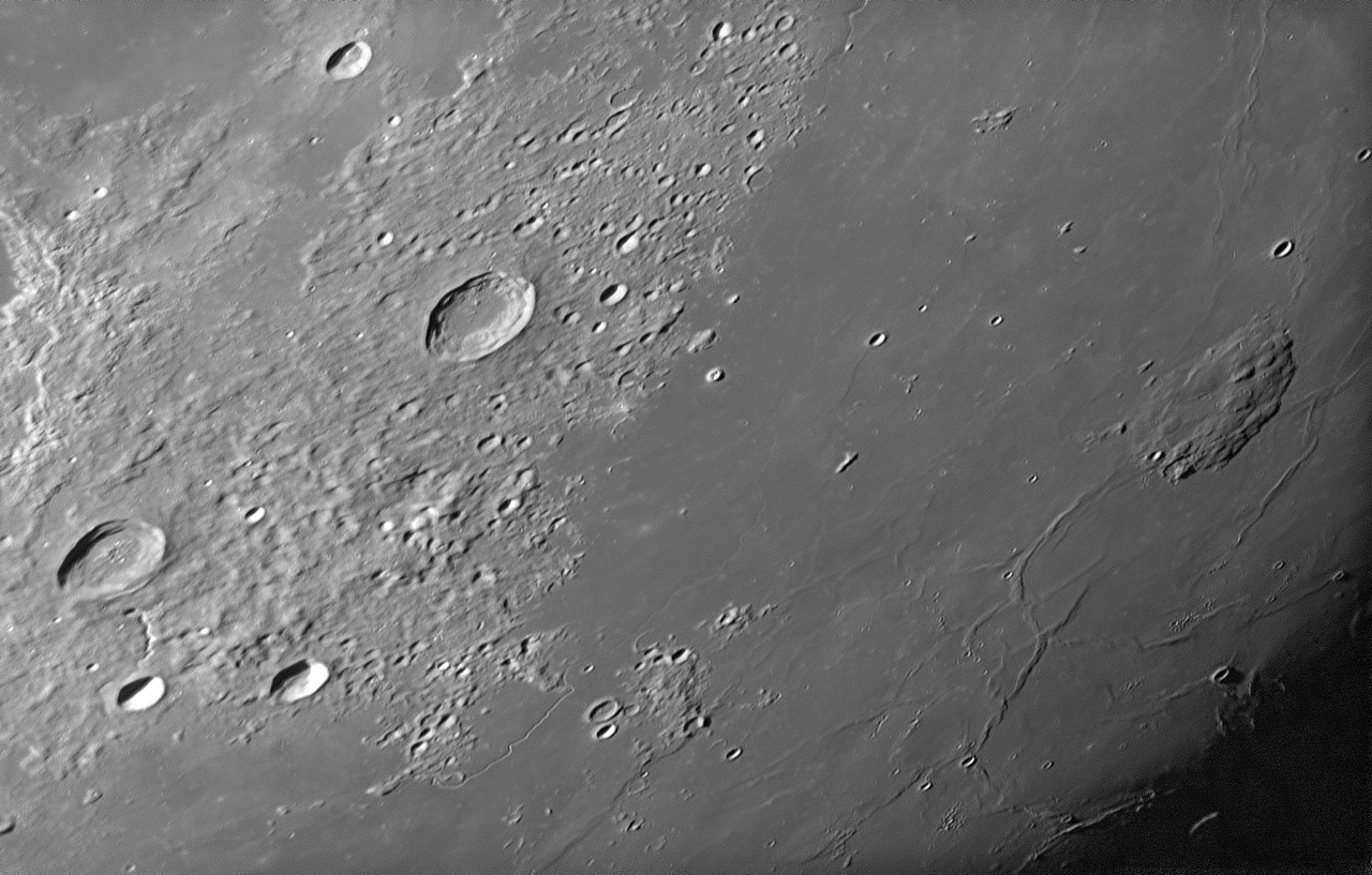 Moon_161112_210300_g2_ap6379Z.jpeg
