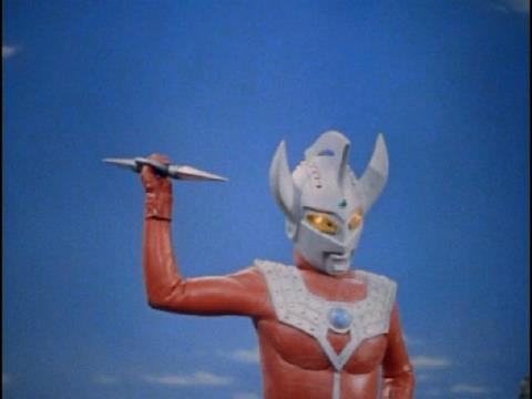 タロウブレスレットをブレスレットランサーに変え、コスモリキッドを一度は退けた