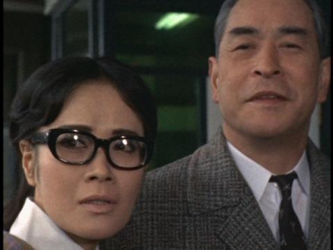 伊集院博士(右 演:竜崎一郎)と、娘の郁子(左 演:斉藤チヤ子)