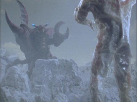 ウルトラマンダイナを凍り漬けにしたレイキュバス