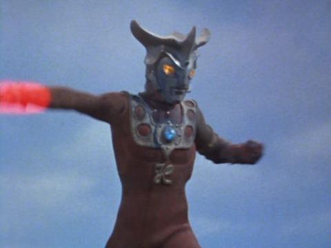 ウルトラマンレオのエネルギー光弾②