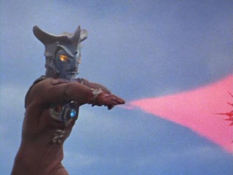 ウルトラマンレオのエネルギー光弾④