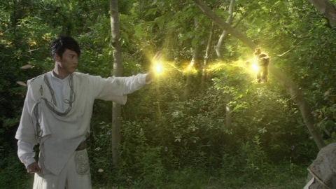 ルディアンを起動させようとしたゴールド星人tE・rU(テ・ル)は、この後警官に発砲された