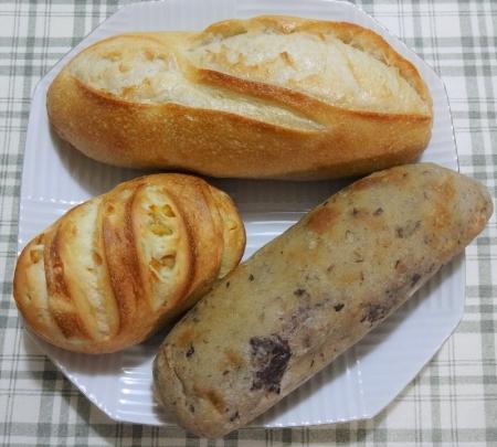 買ってきた3個のパン