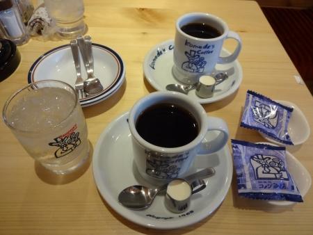 ブレンドコーヒーとサービスの豆菓子