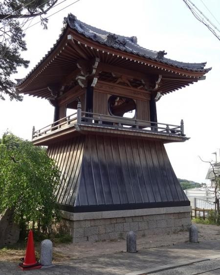 温泉寺の鐘楼