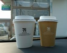 ホットコーヒー 100円 、ホットカフェオレ 150円