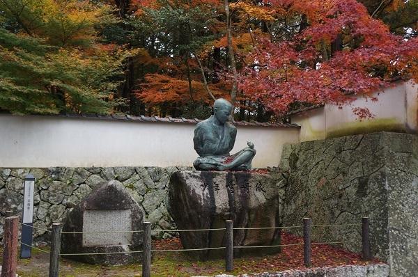 宝福寺門前の雪舟少年像