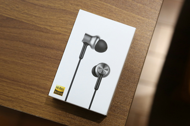 Mi_in-Ear_Headphones_Pro_HD_01.jpg