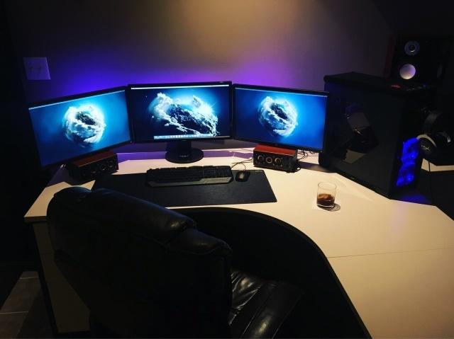 PC_Desk_MultiDisplay79_12.jpg