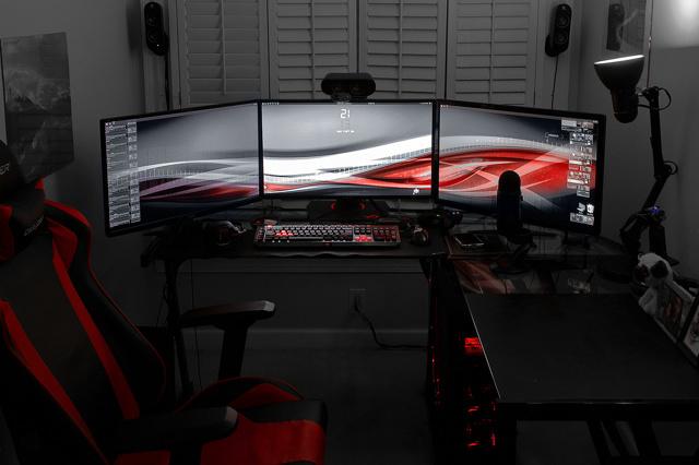 PC_Desk_MultiDisplay79_17.jpg