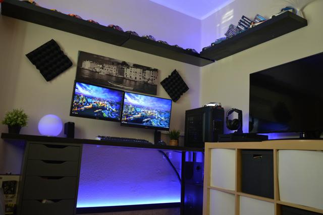 PC_Desk_MultiDisplay79_50.jpg