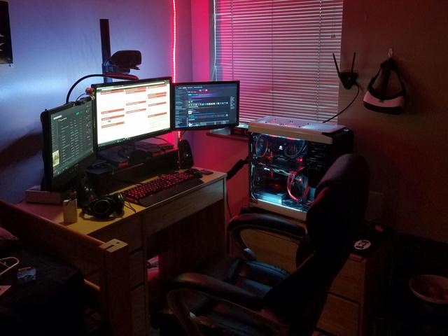PC_Desk_MultiDisplay79_52.jpg