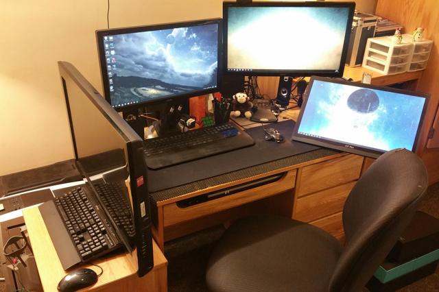 PC_Desk_MultiDisplay79_53.jpg