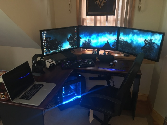 PC_Desk_MultiDisplay79_54.jpg