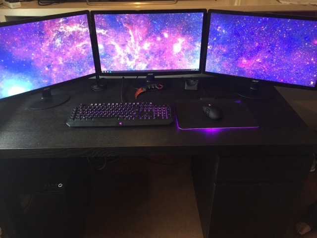 PC_Desk_MultiDisplay79_64.jpg