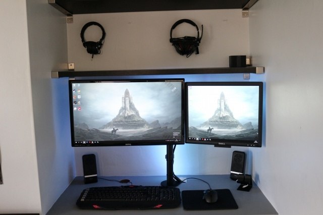PC_Desk_MultiDisplay79_68.jpg