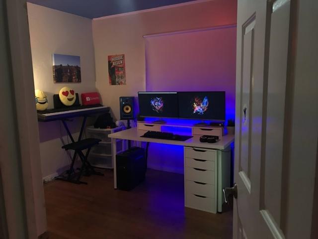 PC_Desk_MultiDisplay79_73.jpg