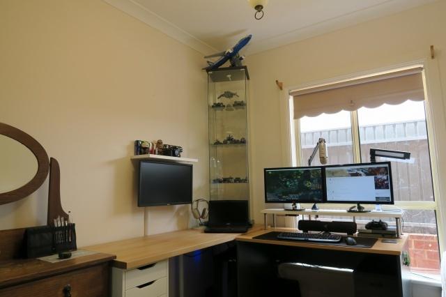 PC_Desk_MultiDisplay79_74.jpg