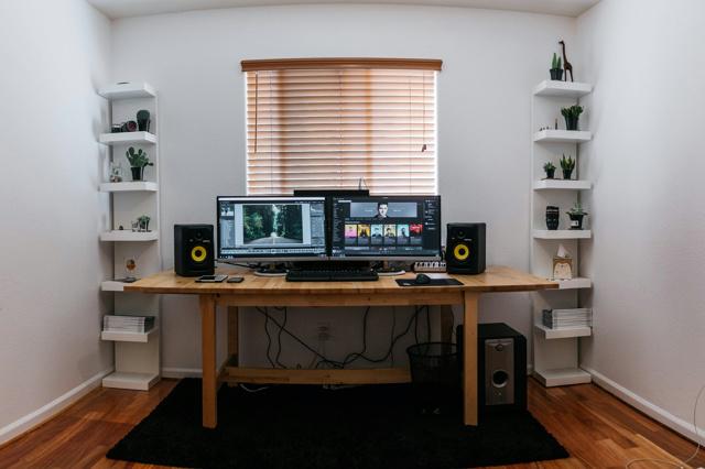 PC_Desk_MultiDisplay79_93.jpg