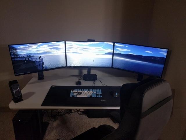 PC_Desk_MultiDisplay79_95.jpg