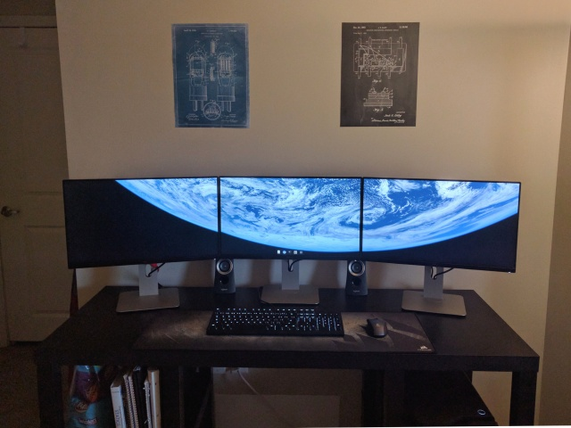PC_Desk_MultiDisplay80_60.jpg