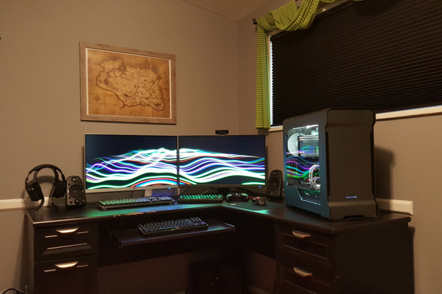 PC_Desk_MultiDisplay81_55.jpg