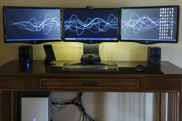 PC_Desk_MultiDisplay83_67.jpg