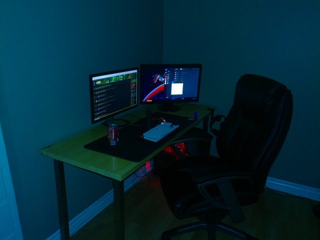 PC_Desk_MultiDisplay85_03.jpg