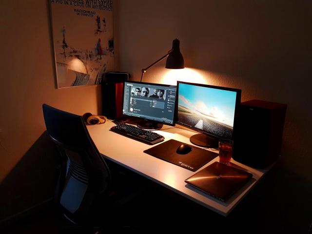 PC_Desk_MultiDisplay85_100.jpg