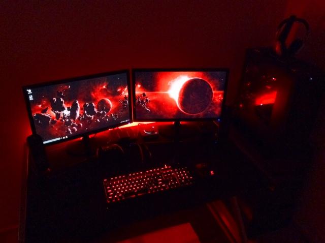 PC_Desk_MultiDisplay85_14.jpg