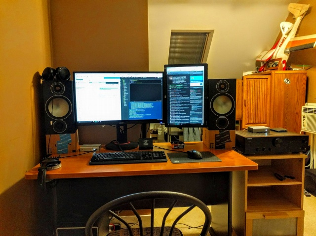 PC_Desk_MultiDisplay85_15.jpg