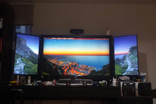PC_Desk_MultiDisplay85_21.jpg