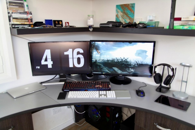 PC_Desk_MultiDisplay85_24.jpg