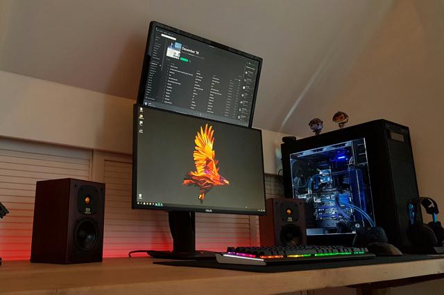 PC_Desk_MultiDisplay85_27.jpg