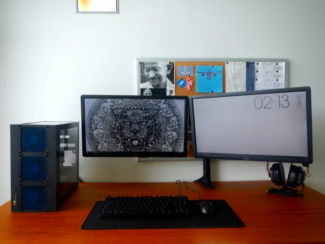 PC_Desk_MultiDisplay85_40.jpg