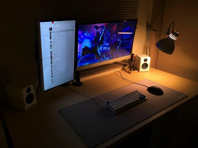 PC_Desk_MultiDisplay85_46.jpg