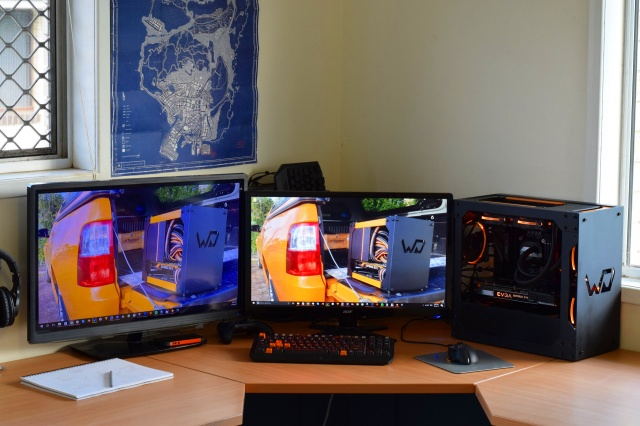 PC_Desk_MultiDisplay85_55.jpg