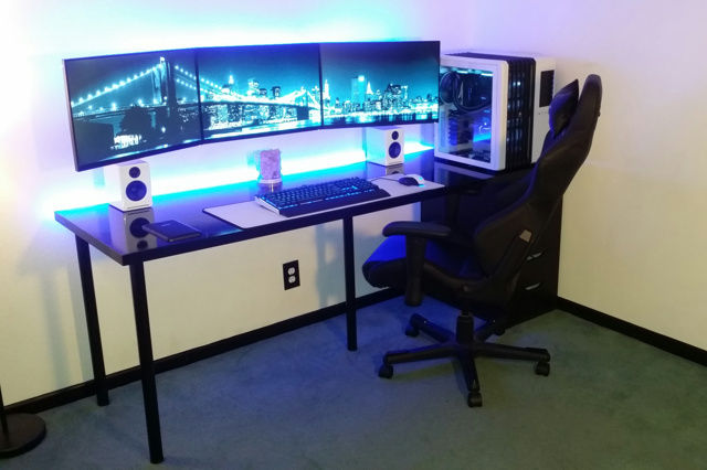 PC_Desk_MultiDisplay85_62.jpg