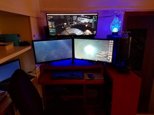 PC_Desk_MultiDisplay85_74.jpg