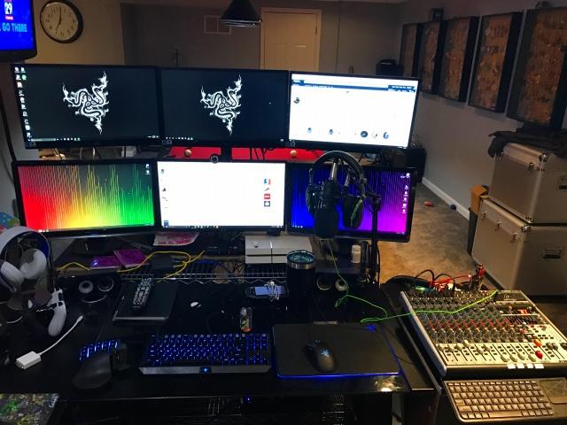 PC_Desk_MultiDisplay85_77.jpg