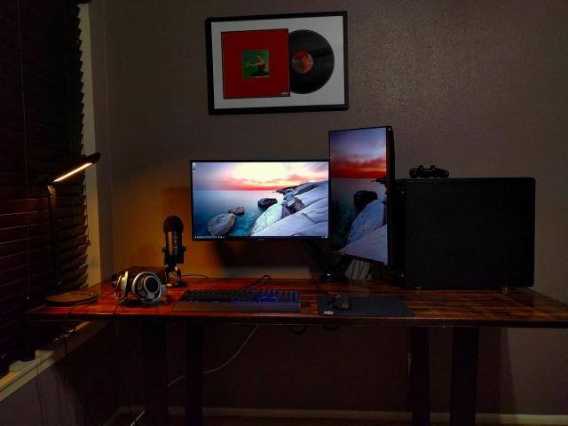 PC_Desk_MultiDisplay85_80.jpg