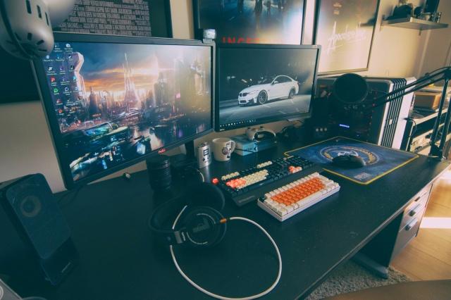 PC_Desk_MultiDisplay85_97.jpg