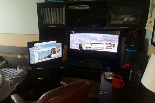 PC_Desk_UltlaWideMonitor14_02.jpg