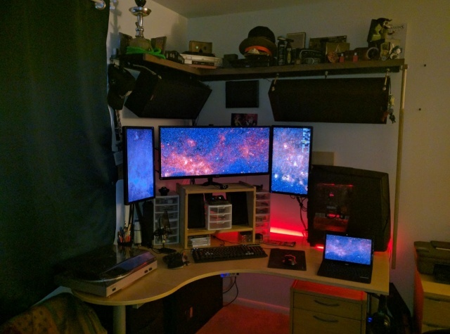 PC_Desk_UltlaWideMonitor14_04.jpg