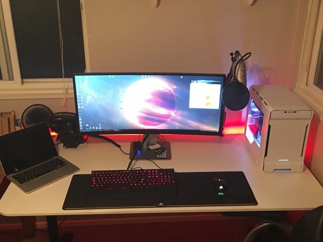 PC_Desk_UltlaWideMonitor14_07.jpg