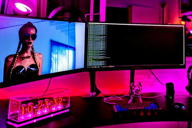 PC_Desk_UltlaWideMonitor14_08.jpg