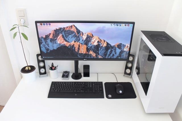 PC_Desk_UltlaWideMonitor14_100.jpg