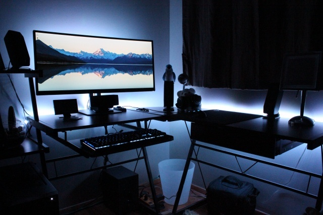PC_Desk_UltlaWideMonitor14_12.jpg